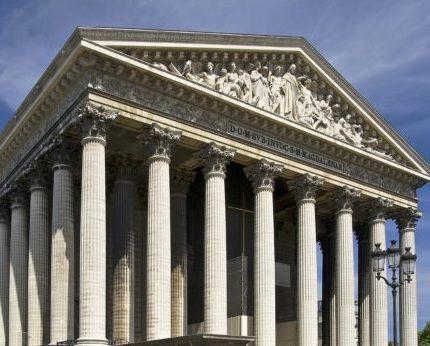 Columnas Paris e1561823391942 - La Conquista de la Historia